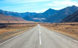 Estrada nas montanhas de Mongolia Fotografia de Stock Royalty Free