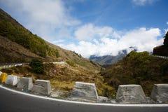 Estrada nas montanhas em Merida fotos de stock