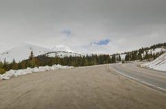 Estrada nevado da circunstância em Colorado imagem de stock