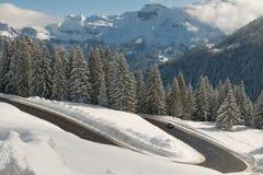 Estrada nevado da montanha Imagens de Stock