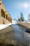 Estrada nevado da montanha Fotos de Stock Royalty Free