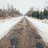 Estrada nevado do país no efeito do vintage do inverno Fotografia de Stock