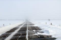 Estrada nevando foto de stock royalty free