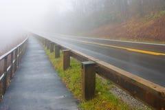 Estrada nevoenta Fotografia de Stock