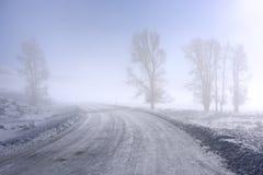 Estrada nevoenta da montanha Fotos de Stock Royalty Free