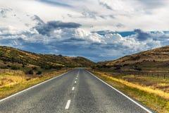 Estrada no campo de Otago, Nova Zelândia foto de stock royalty free