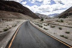 Estrada nos Himalayas Fotografia de Stock Royalty Free