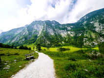 Estrada a Obersee, parque nacional de Berchtesgaden Fotos de Stock Royalty Free