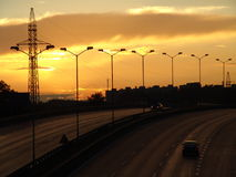 A estrada para o sol de ajuste. Imagens de Stock