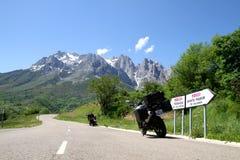Estrada para un montanha Foto de archivo libre de regalías
