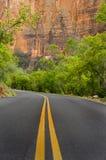 Estrada pavimentada, parque nacional de Zion foto de stock