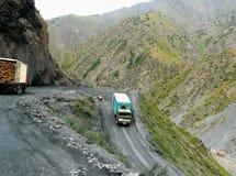 Estrada perigosa através da passagem Foto de Stock