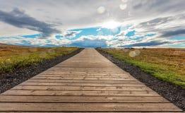 A estrada perto da cachoeira de Gullfoss, Islândia imagem de stock royalty free