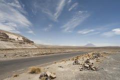 Estrada perto do vulcão Imagens de Stock Royalty Free
