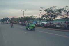 Estrada principal que vai ao terminal de ônibus da cidade de Tagum Foto de Stock Royalty Free