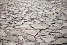 A estrada que é apresentada por uma pedra Imagens de Stock Royalty Free