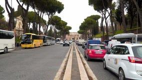 A estrada que conduz ao arco de Constantim Através de di San Gregorio filme
