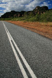 Estrada que conduz na distância, Austrália fotografia de stock royalty free