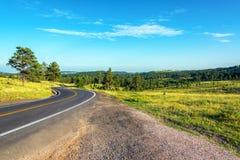 Estrada que curva-se através do Black Hills fotos de stock
