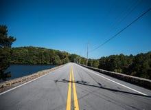 Estrada reta e caminho imagens de stock royalty free