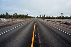 Estrada reta longa imagens de stock