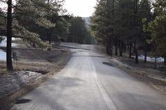 Estrada reta nas montanhas Foto de Stock Royalty Free