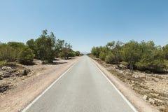 Estrada reta que conduz no horizonte Foto de Stock