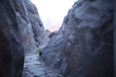 Estrada rochosa primitiva em Saint Cathrine Valli Foto de Stock