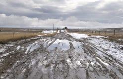 Estrada rural enlameada com céu tormentoso fotografia de stock royalty free