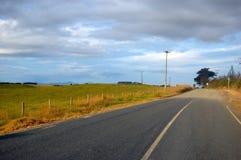 Estrada rural na área da exploração agrícola Fotos de Stock Royalty Free
