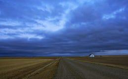 Estrada só da pradaria Fotografia de Stock