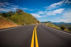 Estrada só nos montes da serra nevada Foto de Stock Royalty Free