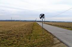 Estrada secundária com limite de velocidade Fotos de Stock