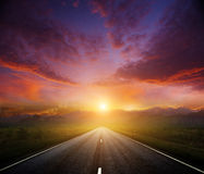 Estrada secundária com um céu escuro Foto de Stock Royalty Free