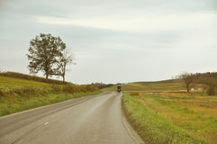 Estrada secundária do transporte de Amish imagens de stock
