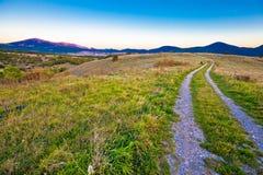 Estrada secundária na paisagem da região de Lika Imagens de Stock