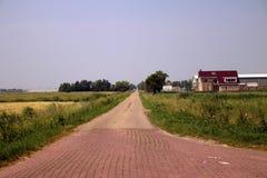 estrada secundária no meio do Zuidplaspolder, a mais baixa recuperação da terra dos Países Baixos com altura de -21 pés Imagem de Stock Royalty Free