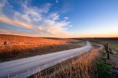 Estrada secundária no por do sol - Nebraska fotos de stock