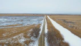 Estrada secundária no tempo de inverno vídeos de arquivo