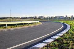 Estrada sem carros e nuvens Fotos de Stock Royalty Free