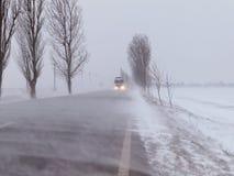 Estrada sob o blizzard foto de stock