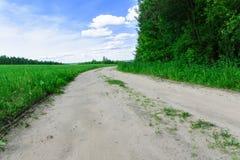 A estrada sob o céu fino Imagem de Stock