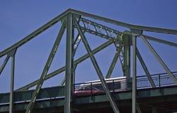 Estrada sobre a ponte do ferro Fotos de Stock