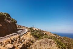 Estrada subida nas montanhas, Grécia, vale da Creta com estradas asfaltadas fotografia de stock royalty free
