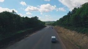 Estrada suburbana do russo, conduzindo à arena do Samara, estádio de futebol, vista aérea filme