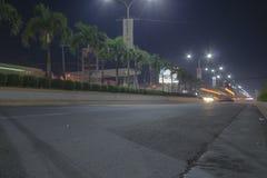 Estrada super de Tagum que vai à cidade de Davao com efeito da Luz-fuga Fotografia de Stock