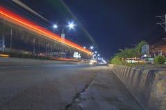 Estrada super de Tagum que vai à cidade de Davao com efeito da Luz-fuga Imagem de Stock