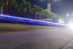 Estrada super de Tagum que vai à cidade de Davao com efeito da Luz-fuga Imagens de Stock