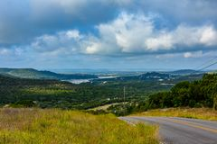 Estrada traseira no país do monte fotografia de stock