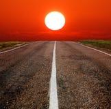Estrada a um por do sol imagens de stock